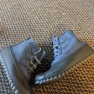 Women's Heather Grey & Black Duck Boots Size 9M